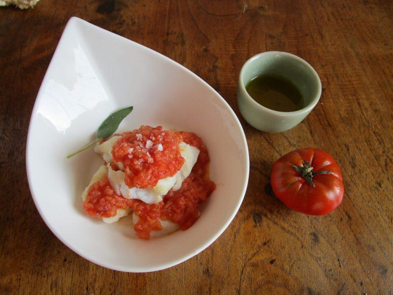 Recreación de Bacalao de Otro Modo, plato de Altamiras, uno de los primeros de un recetario español popular utilizando el tomate para remplazar especias.